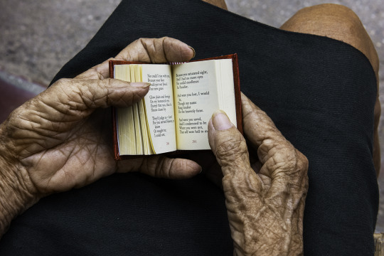 _DSC9738, Cuba. 7/19/2015. CUBA-10343NF3 Hands holding mini book. retouched_Sonny Fabbri 09/09/2015